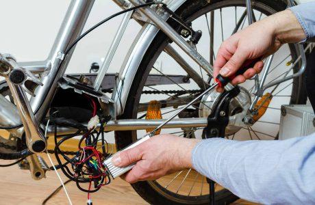 מהירות אופניים חשמליים – מה מותר לפי החוק?